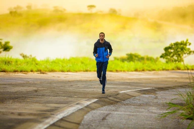 Jogger vor Landschaft