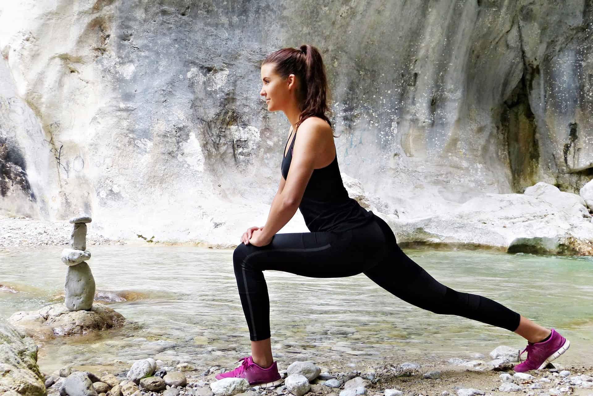 Frau trainierter körper Attraktive Fitness
