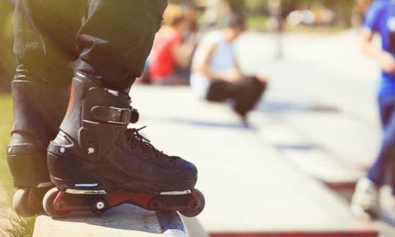 mit Aggressive Skates im Skatepark