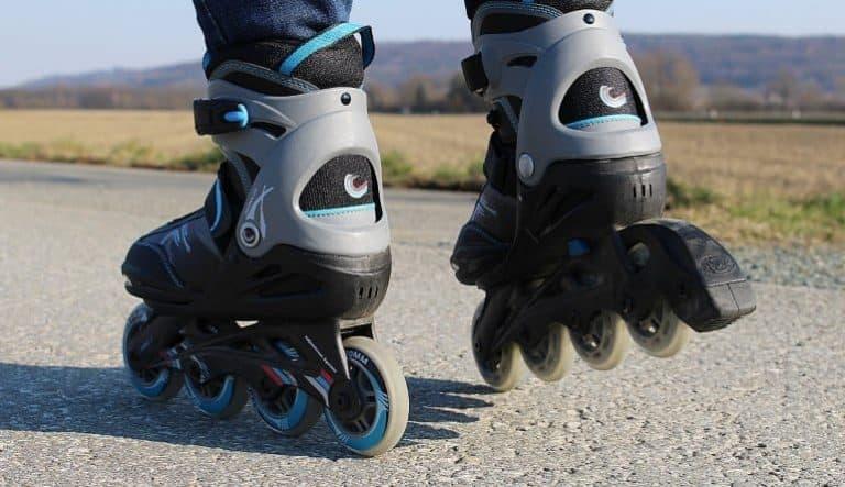 Fitness Skates auf einer Straße