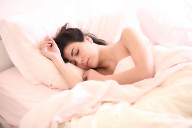 Frau schlafend