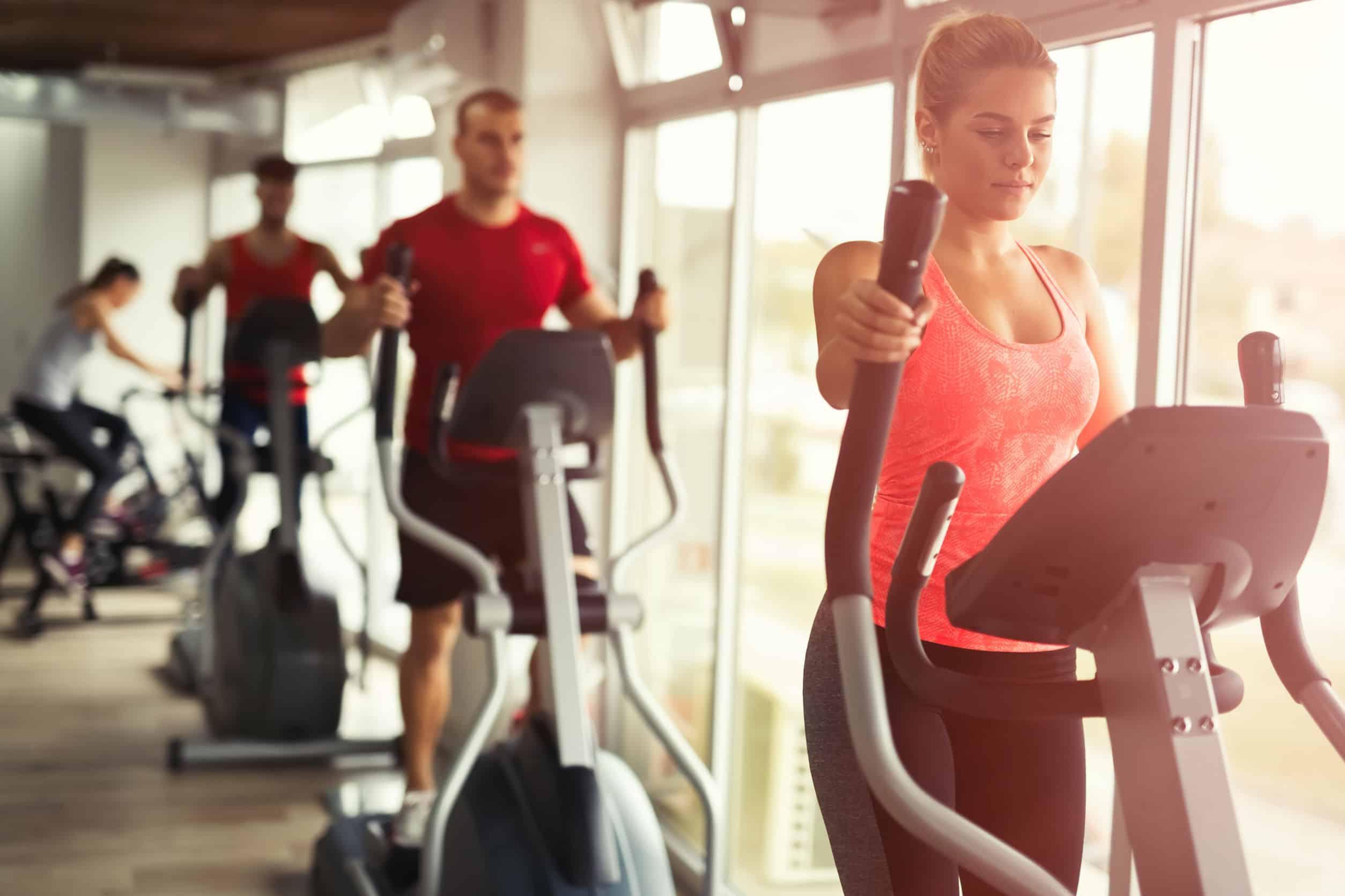 Mit dem Crosstrainer abnehmen: Effizient Kalorien verbrennen