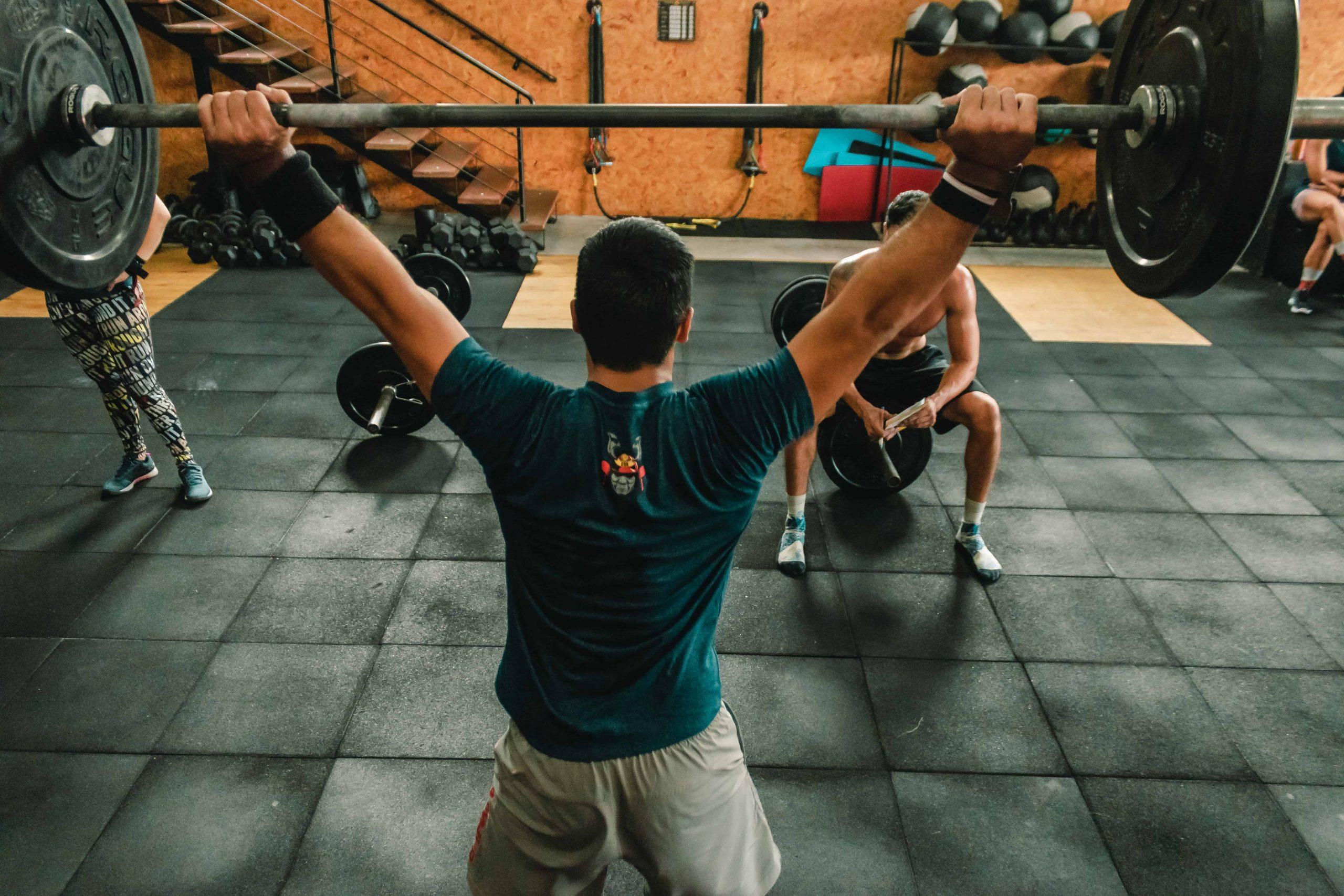 Fitnesstrainer Gehalt: Das verdienst du als Fitnesscoach (2021)