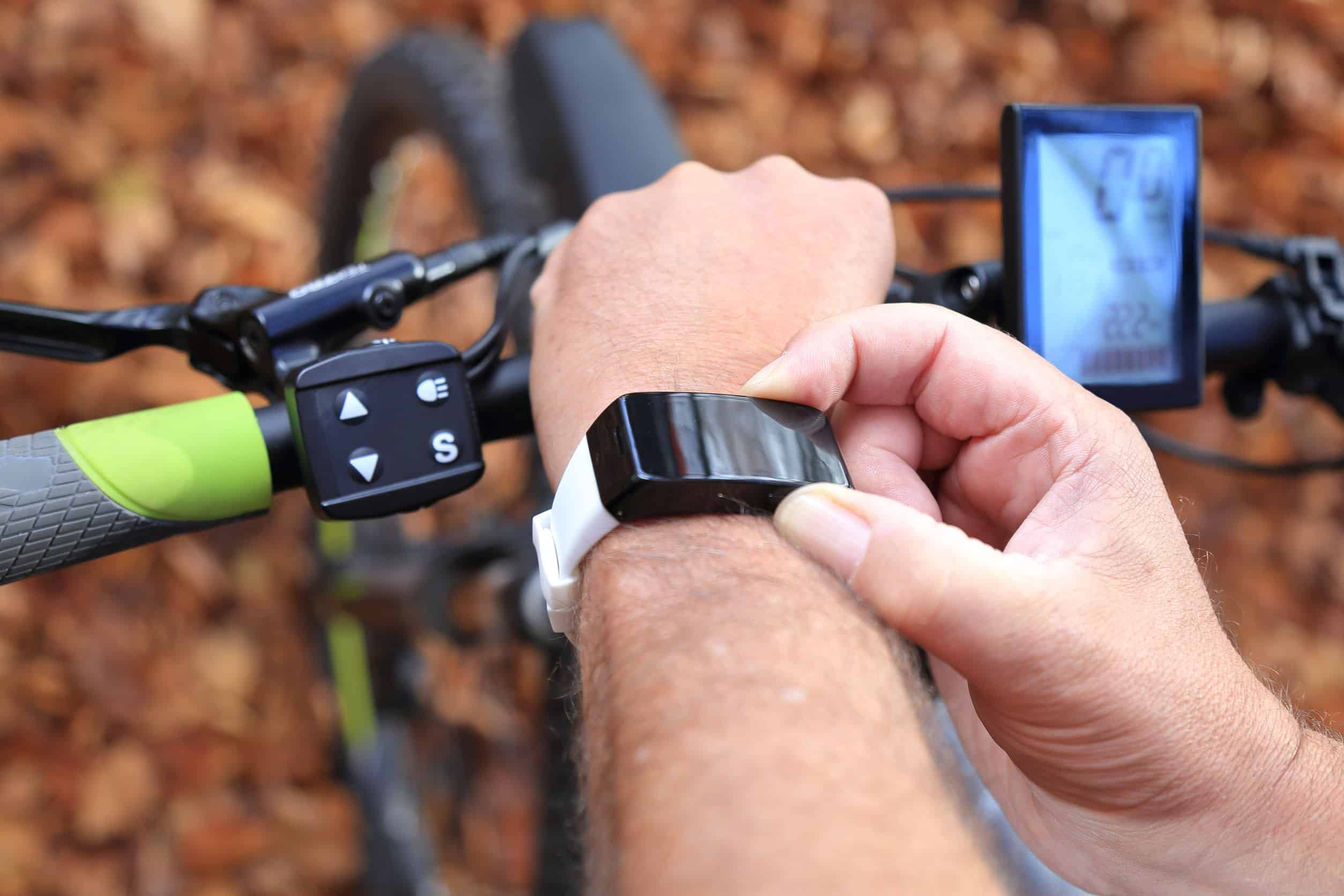 Smartwatch and E-Mountainbike
