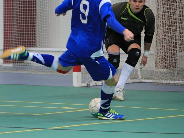 Hallenfußballschuhe: Test & Empfehlungen (01/20)