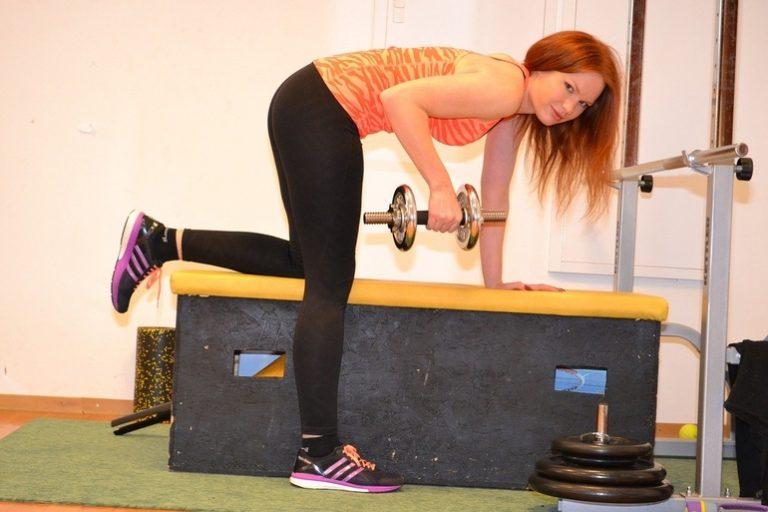 Übungen auf der Hantelbank-2