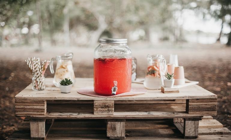 Acerola-Wasser-Tisch