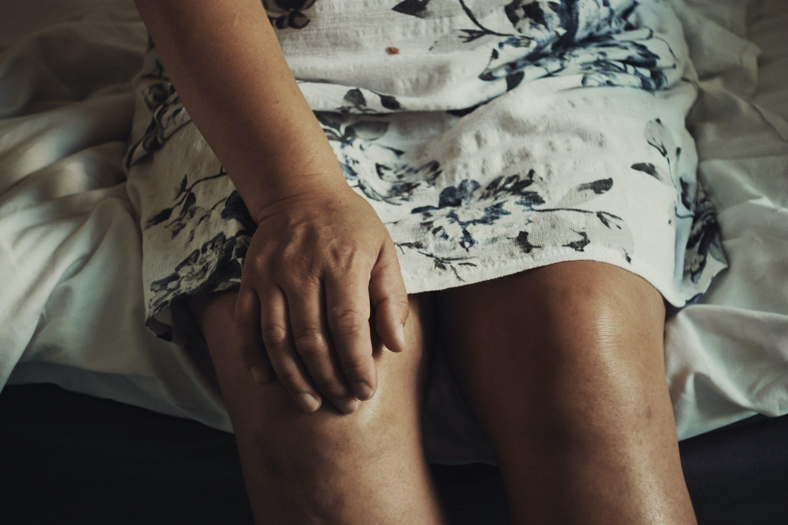 Prellung am Knie: Wie du schnell wieder auf die Beine kommst